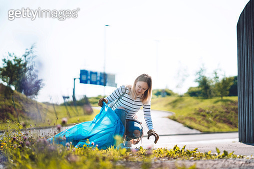 Volunteer collecting trash in the local park - gettyimageskorea