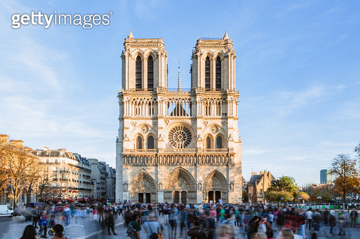 Notre Dame cathedral with tourists, Paris, France - gettyimageskorea