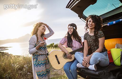 Girlfriends on a road trip - gettyimageskorea