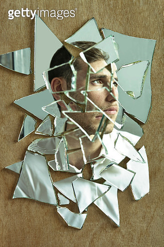 Side portrait of a man through a group of mirrors - gettyimageskorea