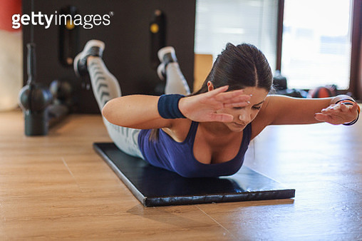 Young woman doing cardio exercises in the gym - gettyimageskorea