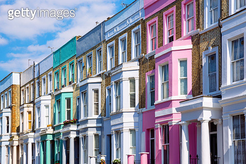 Multicolored vibrant row houses in Notting Hill, London, UK - gettyimageskorea