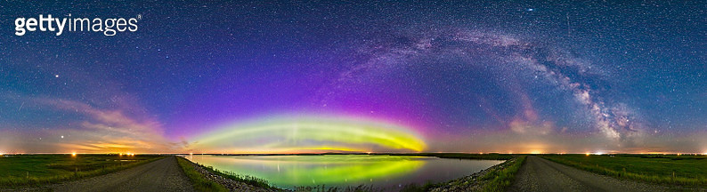 The arc of the northern lights and auroral oval over Crawling Lake, Alberta, Canada. - gettyimageskorea