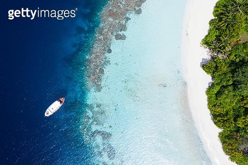Tropical Island in the Ocean - gettyimageskorea