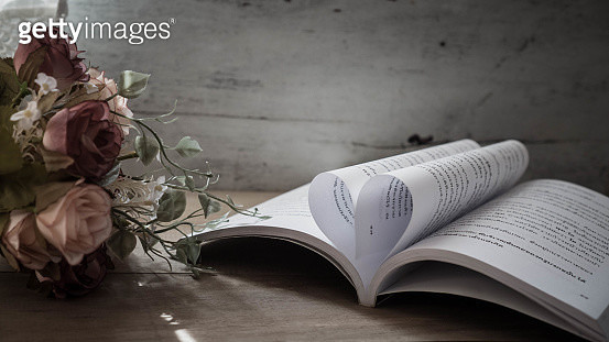 Close-Up Of Open Book And Roses On Table - gettyimageskorea