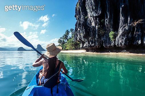 The Philippines, Palawan, El Nido, sea kayaking in Bacuit Bay. - gettyimageskorea