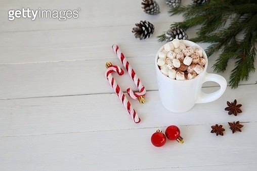 Christmas Hot chocolate with marshmallows, Christmas toy peppermint candy cane at mug, copy space. - gettyimageskorea
