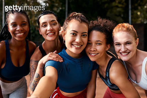 Cropped shot of a diverse group of sportswomen bonding after a basketball game together during the day - gettyimageskorea