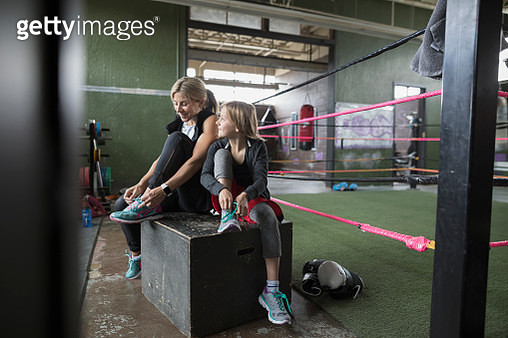 Mother and daughter boxers tying shoes at boxing ring - gettyimageskorea
