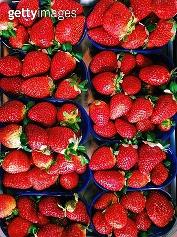 Directly above view of strawberry on a market stall - gettyimageskorea