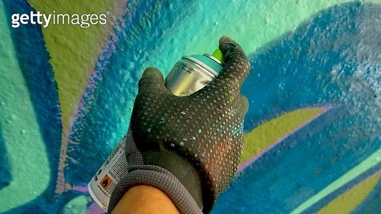 Close-Up Of Human Hand Spray Painting Wall - gettyimageskorea
