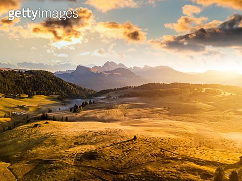 Sunrise panorama of the Alpine mountains. Alpe di Siusi, Dolomites. Italy - gettyimageskorea