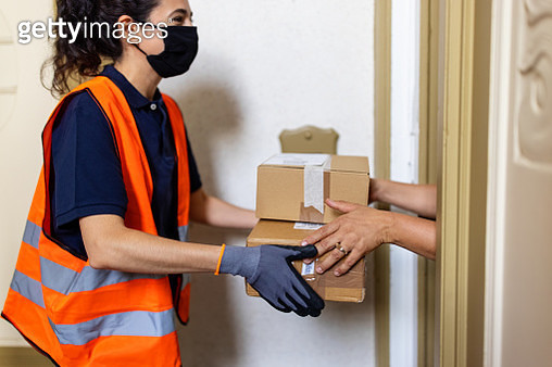 Safe courier delivery during pandemic - gettyimageskorea