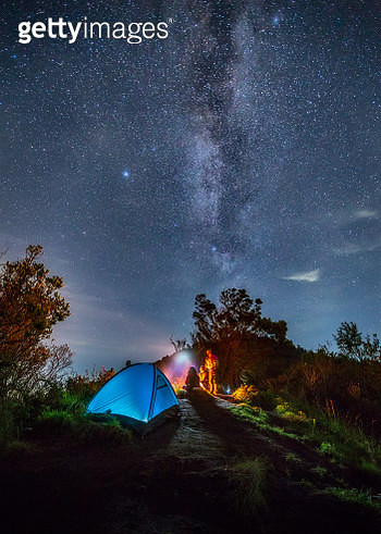 a group of people camping under the stars on the Bromo mountain,Indonesia - gettyimageskorea