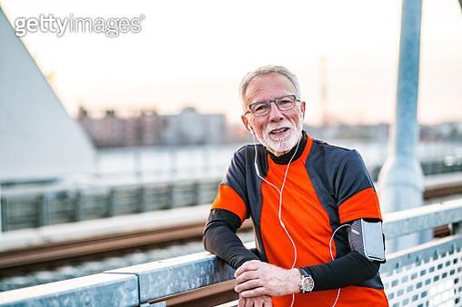 Portrait of senior man in sportswear resting from jogging - gettyimageskorea