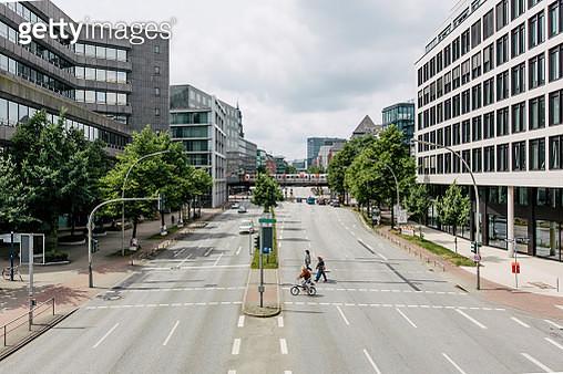Elevated view of a street scene in Hamburg, Germany - gettyimageskorea