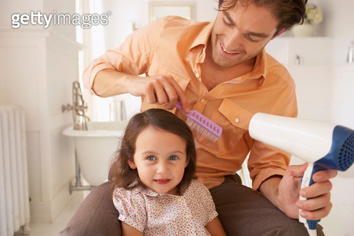 Father blowdrying daughter's (2-4) hair, close-up - gettyimageskorea