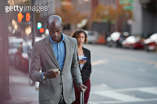 Businesspeople walking on pedestrian crossing in San Francisco - gettyimageskorea