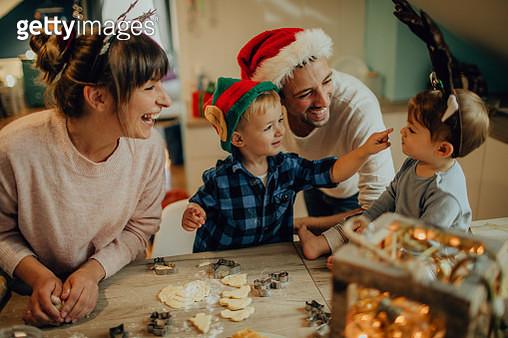 Baking cookies for Christmas - gettyimageskorea