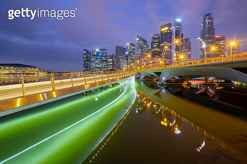 Jubilee bridge way to singapore city skyline Thare are the most famous tourist attraction in Singapore,Asia. - gettyimageskorea