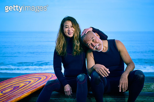 Surfer's wife hands into husband's hair - gettyimageskorea