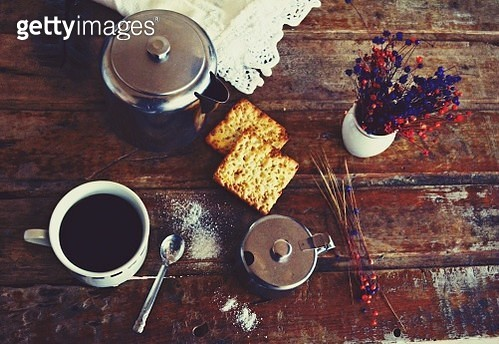 High Angle View Of Black Coffee And Crackers On Wooden Table - gettyimageskorea