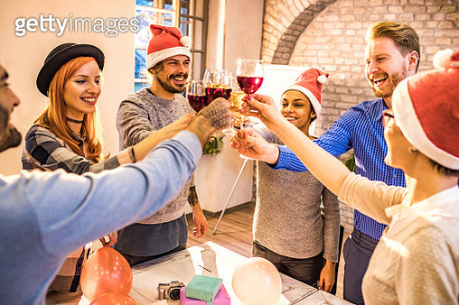 Young happy freelancers toasting on a Christmas office party. - gettyimageskorea