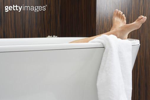 Woman relaxing in bathtub, low section - gettyimageskorea