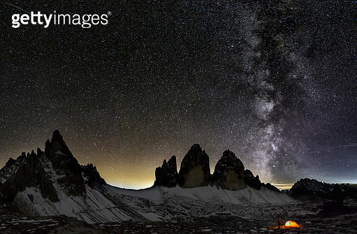 Loneley Camper under Milky Way at the three Pinnacles - gettyimageskorea