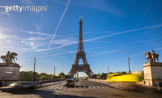 Road leading to Eiffel Tower against cloudy sky, Paris, France - gettyimageskorea