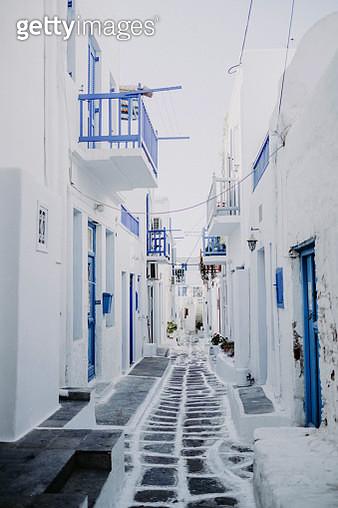 Narrow Old Town Street Mykonos Old Port Greece - gettyimageskorea