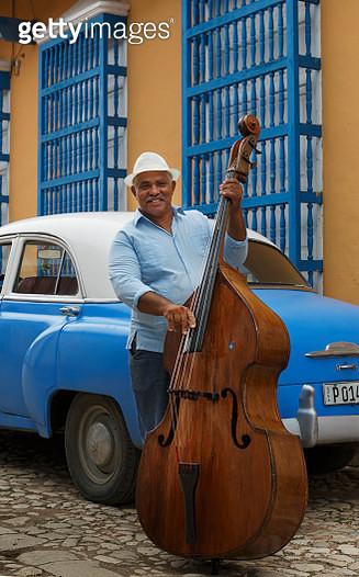 Cuba. Man playing double bass. - gettyimageskorea