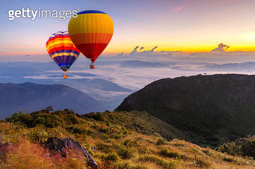 Colorful hot-air balloons flying over the Doi Luang Chiang Dao with sunrise and morning mist at Chiang mai, Thailand. - gettyimageskorea