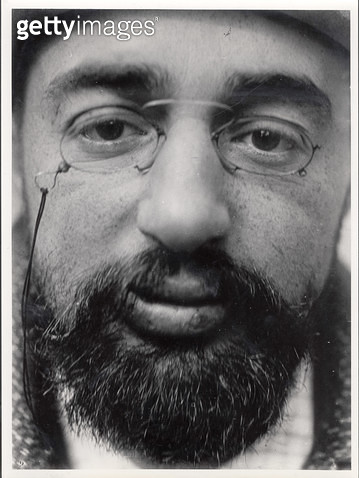 <b>Title</b> : Portrait of Henri de Toulouse-Lautrec (1864-1901), late 19th century (b/w photo)<br><b>Medium</b> : <br><b>Location</b> : Collection Annette Vaillant, France<br> - gettyimageskorea