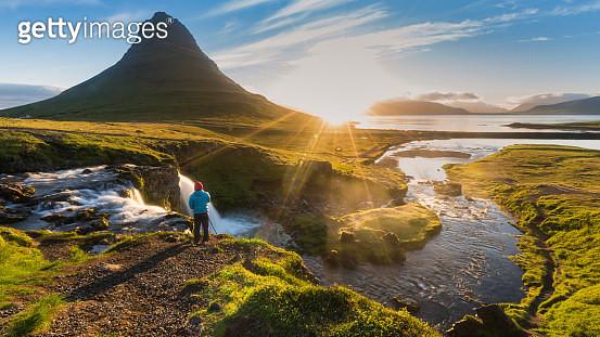 Sunlight and Kirkjufell mountain in Morning, Summer, Iceland - gettyimageskorea