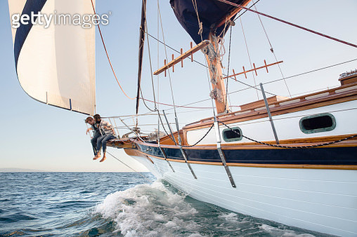 Couple sailing on sailboat on ocean - gettyimageskorea