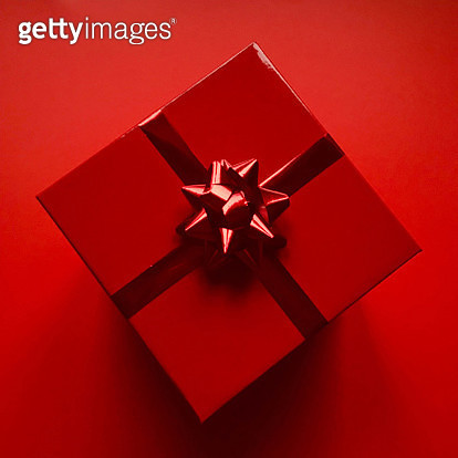 Directly Above Shot Of Gift Box On Red Background - gettyimageskorea