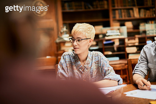 Friends studying in a library - gettyimageskorea