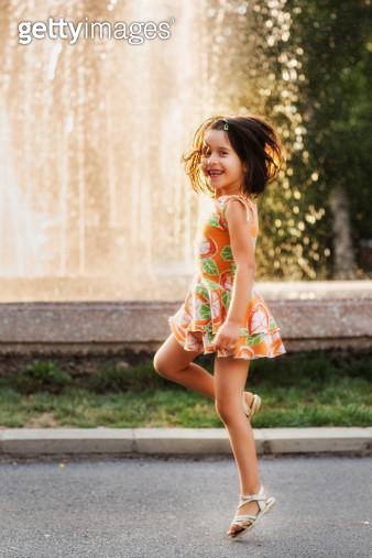 Dancing in the sun - gettyimageskorea