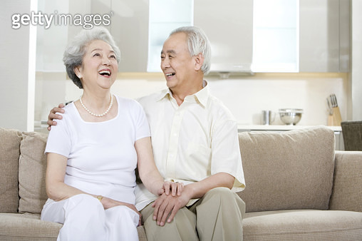 Portrait of a senior couple at home - gettyimageskorea