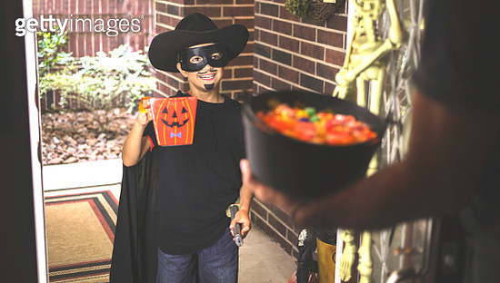 Little boy trick or treating on Halloween. - gettyimageskorea