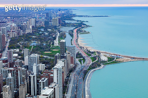 Modern urban skyscrapers along the Lake Michigan, downtown Chicago City Waterfront close to sunset, Illinois, USA. - gettyimageskorea