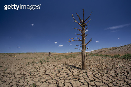 Drought in Australia has dried up many of the dams which are a water source for farmers, entire towns and much of the wildlife throughout the whole of the country. This image shows the bottom of Lake Keepit near Tamworth, N.S.W - gettyimageskorea