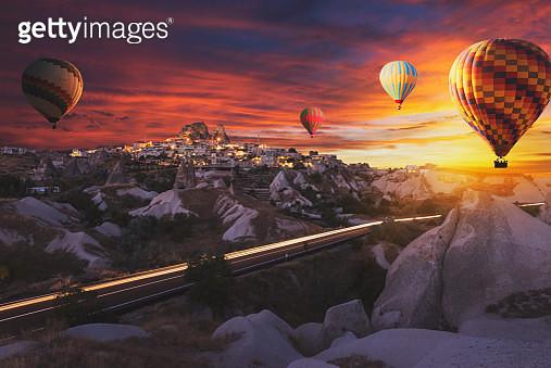 Hot air balloons flying over cappadocia. - gettyimageskorea