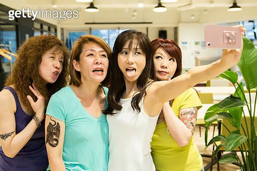 Four women who enjoy selphie - gettyimageskorea