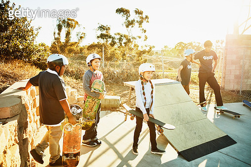 Young students waiting to skate during summer skateboarding camp - gettyimageskorea
