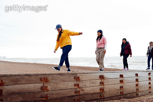 Girl friends hanging out together - gettyimageskorea