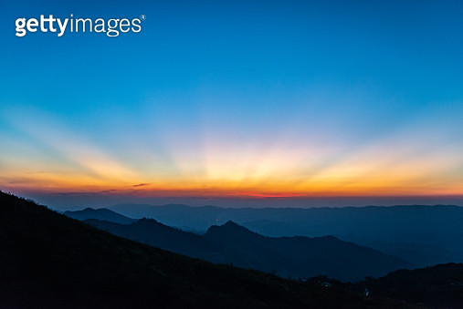 View of the moody sky (Twilight) after sunset/sunrise. - gettyimageskorea