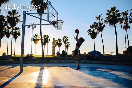 Young woman practice basketball in Venice, California - gettyimageskorea