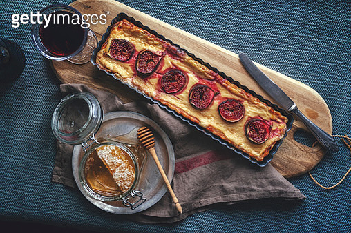 Tart with Figs, Cream Cheese and Honey - gettyimageskorea